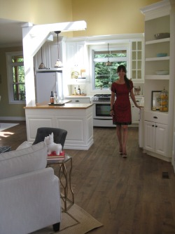 http://www.houzz.com/photos/20060165/Styliste-dinterieur-Home-Staging